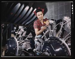 ASSEMBLING THE B-29 ENGINE